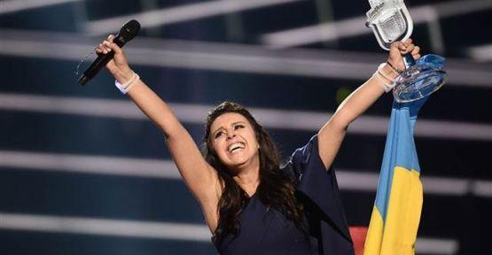 Eurovision'un 1.'si  Ukrayna'yı temsil eden Kırımlı Tatar sanatçı Jamala