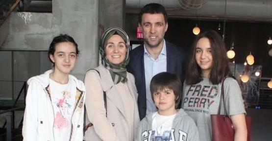 Hakan Şükür ailece 'Nuh Büyük Tufan' filmini izledi!