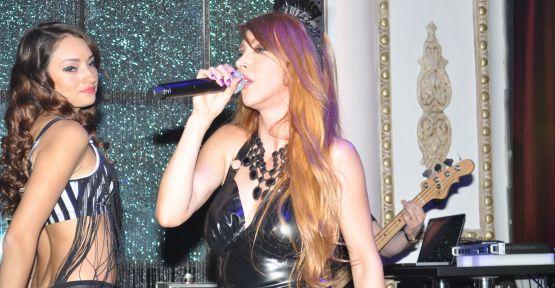 Hande Yener Sahne İstanbul'da sahne aldı!