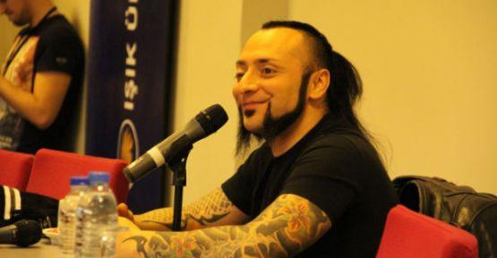 Hayko Cepkin: Şarkılarımla Siyasetçilerin Yapamadığını Başarıyorum!