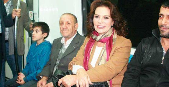 Hülya Koyçiğit Marmaray ile yolculuk yaptı: Bu bir mucize!