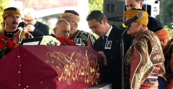 İşadamı Mustafa Koç törenlerle son yolculuğuna uğurlanıyor.
