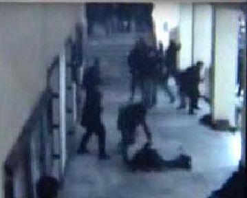 İstanbul Üniversitesi'nde karşıt görüşlü öğrenciler arasında kanlı kavga