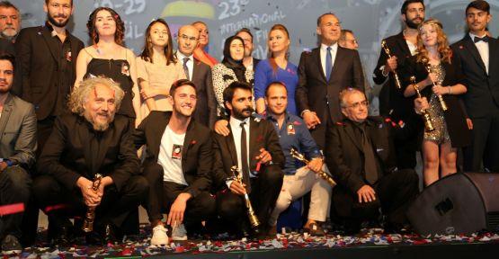 'Koca Dünya' En İyi Film seçildi!