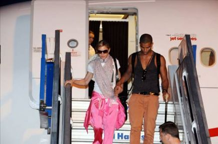 Madonna İstanbul'dan ayrıldı.