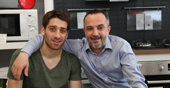Murat Akkoyunlu iki set arasında mekik dokuyor!