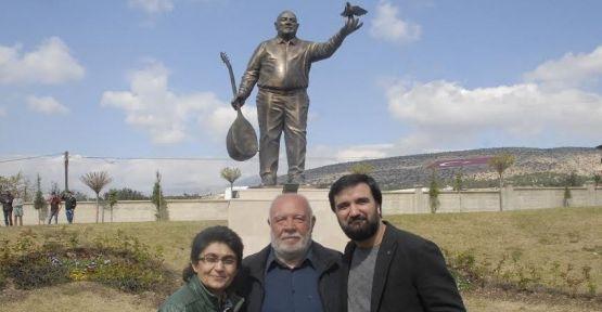Musa Eroğlu'nun heykeli dikildi