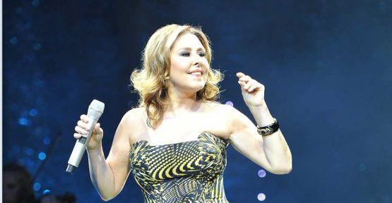 Nilüfer 'Zamansız Şarkılar' ile şov yaptı!