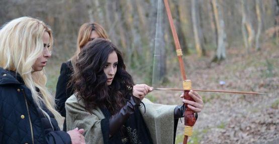 Niran Ünsal klibinde kızı Hande Ünsal'ı oynattı