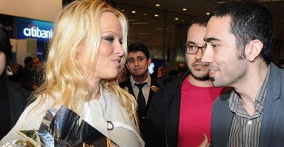 Pamela Anderson İstanbul'a geldi.