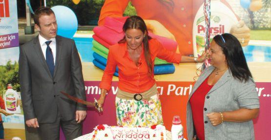 Pınar Altuğ'a sürpriz doğum günü