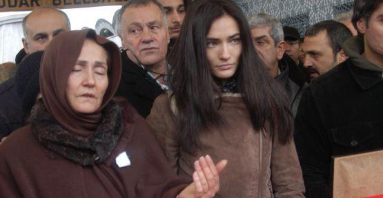 Saadet Işıl Aksoy babasını toprağa verdi