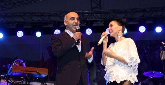 Şevval Sam Bakırköy Belediye Başkanı ile düet yaptı!