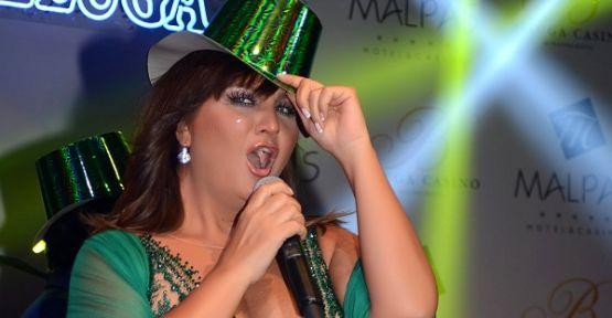 Sibel Can Yeni Yılı Kıbrıs'ta karşıladı!