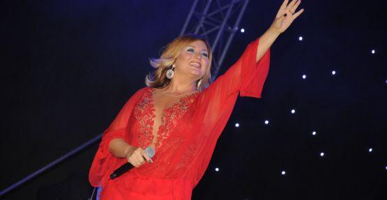 Sibel Can'dan Cumhuriyet konseri