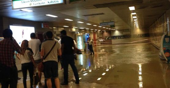 Taksim metrosunu sular bastı!
