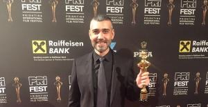 Caner Cindoruk'a Bir Ödülde  Kosova'dan