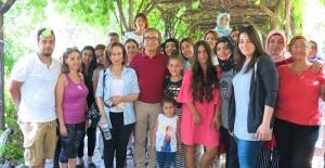 """Erol Evgin, Polonezköy'de kurulan """"Başka Kamp"""" ı ziyaret etti."""