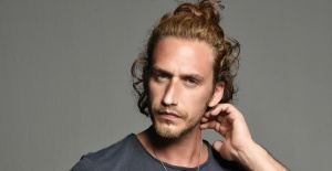 Mithat Can Özer Barış Manço'nun Kara Sevda şarkısını yeniden yorumladı