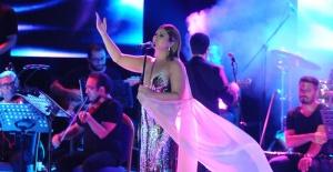 Sibel Can Çeşme'de müzik ziyafeti çekti