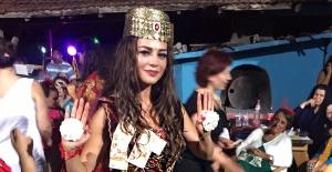 Zeynep Aydemir'e görkemli kına gecesi