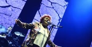 Selda Bağcan Zorlu PSM'de gerçekleşen MIX Festivali'nde müzik ziyafeti çekti