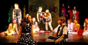 """Çocuklardan mezuniyet oyunu: """"Shakespeare mi? Çocuk Oyuncağı''"""
