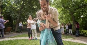 Erkan Kolçak Köstendil otizmli çocuklarla buluştu