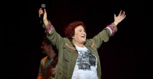 Selda Bağcan Harbiye Açıkhava Tiyatrosu'nda müzik ziyafeti çekti