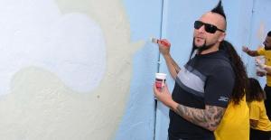 Hayko Cepkin'den 'Rengarenk Okullar' projesine destek