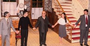 Şener Şen 40 yıl aradan sonra 'Zengin Mutfağı' ile tiyatro sahnesine geri döndü