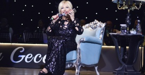 Emel Sayın'dan Mehmet Ali Erbil'e özel şarkı