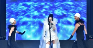 "Hande Yener ""Leather & Fur Fashion Show"" da sahne aldı"