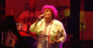 Selda Bağcan 'Sokak Festivali'nde sahne aldı.
