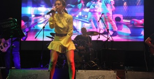 Tuğba Yurt Biga'da müzik ziyafeti çekti