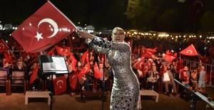 30 Ağustos'ta 30 bin kişi Muazzez Ersoy'un şarkılarıyla coştu