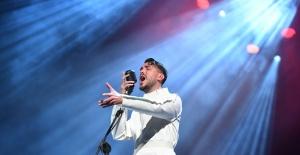 Cem Adrian, ilk kez Harbiye Açıkhava'da konser verdi