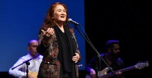 Sabahat Akkiraz, 50'inci sanat yılını konserle kutladı