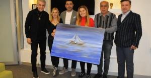 İş insanı Murat Karabova ressam Ayşe Işık'ın resimlerine hayran kaldı