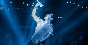 Kenan Doğulu Arabalı Açıkhava Konseriyle Türkiye de bir ilke imza attı.