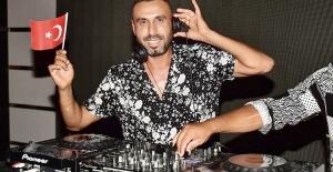 30 Ağustos'u DJ Nobre ile birlikte kutladılar.