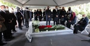 Merhum iş adamı Mustafa Koç Zincirlikuyu da kabri başında anıldı