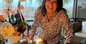 Asuman Dabak doğum gününü dostlarıyla birlikte kutladı