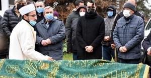 Cem Adrian babası Celal Filiz'i son yolculuğuna uğurladı