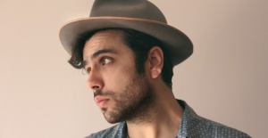 Selman Tin yeni teklisi 'Kadıköy'den' ile müzikseverlerle buluştu