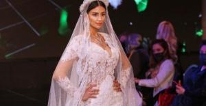 Baraj dizisinin Zahra'sı İman Casablanca podyuma çıktı