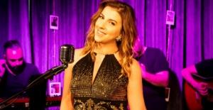 İş kadını Sarah Haderi ilk single'ı için gün sayıyor