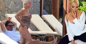 Süperstar'ın eski sevgilisi ve eski menajeri birlikte  tatil yaparlarken görüntülendi.