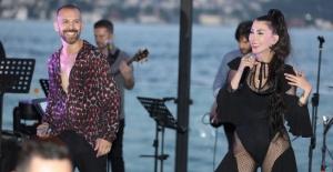 Hande Yener ve Berksan Sortie'de yeni albümlerini tanıttı