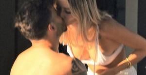 Galatasaraylı futbolcu aşka geldi! Sevgilisiyle dudak dudağa